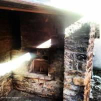 palcano ( cantiano ). arriva il sole in un vecchio forno. estate 2012.